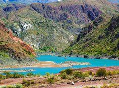 Potrerillos, Mendoza, Argentina. Não é brincadeira. O lago é desse azul chocante.