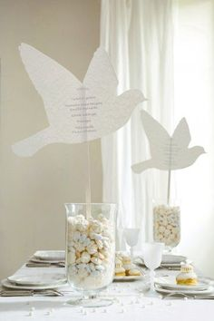 centros de mesa para confirmacion con dulces economicos Baptism Party Decorations, First Communion Decorations, Communion Centerpieces, Table Decorations, Bird Theme, Ideas Para Fiestas, First Holy Communion, Flower Crafts, Christening