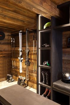 Chalet-Interieur und Ski-Chalet-Interieur - Wenn Sie ein Chalet in . - For the Home - ski Chalet Design, Chalet Style, Chalet Interior, Ski Chalet Decor, Interior Design, Ski Rack, Gear Rack, Mountain Cottage, Mountain Cabins