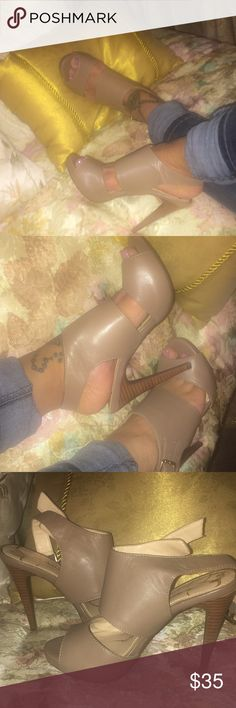 Jessica Simpson career heels work dinner party Beautiful Jessica Simpson heels.. Size 6 ✨✨👠 worn less than 2 hours.. Perfect with jeans or a party dress.. Very versatile ❤️ super comfy also! 🌹 no box (pic 3 reflects color of shoes in person the best) Jessica Simpson Shoes Heels