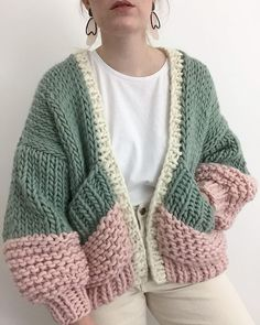 Honey blossom cardigan goldfreckles 16 trendy autumn street style outfits for 2018 Cardigan Au Crochet, Knit Crochet, Crochet Tops, Crotchet, Crochet Stitches, Hand Knitted Sweaters, Fall Sweaters, Knitting Sweaters, Sweater Knitting Patterns