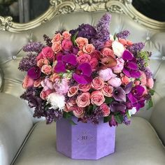 Beautiful JLF designers choice arrangement is so thoughtful for MOM! Please be sure to place your orders as soon as possible/in advance for Mothers Day Flower Box Gift, Flower Boxes, My Flower, Vintage Flower Arrangements, Beautiful Flower Arrangements, Deco Floral, Arte Floral, Luxury Flowers, Beautiful Flowers
