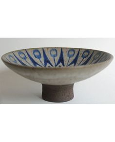Charming small compote made by Thomas Toft at his own studio in BIsserup near Næstved, Denmark. The studio was established in 1957 and he worked here for 50 years. Pottery Plates, Ceramic Pottery, Pottery Art, Play Clay, Scandinavian Art, Ceramic Artists, Vintage China, Decor Crafts, Art Images