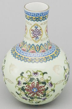 Asian Decor: Hand-Painted Bats and Flowers Porcelain Vase from Jingdezhen, China Porcelain Jewelry, Porcelain Ceramics, China Porcelain, Ceramic Art, Painted Porcelain, Glazes For Pottery, Pottery Art, Chinese Ornament, Vase Cristal