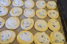 Ochi de bou - gogosi cu branza la cuptor | Savori Urbane Cantaloupe, Sweets, Fruit, Food, Gummi Candy, Candy, Essen, Goodies, Meals