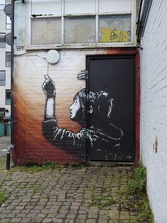 This pin was discovered by Street Art Banksy, Murals Street Art, Mural Art, Street Art Love, Amazing Street Art, Alphonse Mucha, Installation Street Art, Art Simple, Nature Landscape