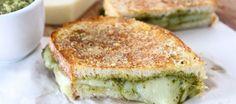 Sandwich toasté au parmesan et au pesto