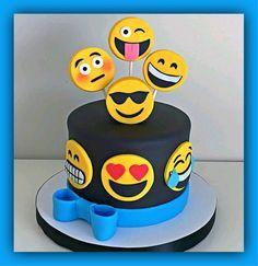 Bowl cake with blackberries and faisselle - HQ Recipes Bolo Fake Eva, Emoji Cake, Blackberry Cake, Chocolate Strawberry Cake, Star Cakes, Bowl Cake, Zucchini Cake, Salty Cake, Cakes For Boys