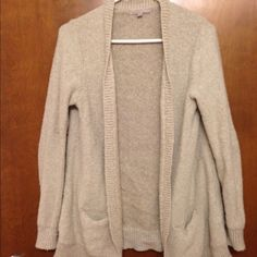 Comfy sweater with pockets  Perfect sweater to wear on a winter day. Cream colored and soft, some pilling, with pockets. GAP Sweaters Cardigans