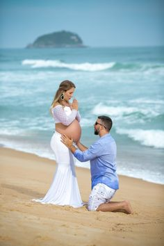 How to Take Good Beach Photos Maternity Pictures, Pregnancy Photos, Selfies, Maria Valentina, Camera World, Kids Videos, Maternity Photographer, Beach Photos, Wedding Guest Book