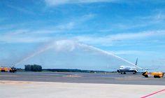 Empresários do trade turístico e de outros segmentos, além de autoridades e do staff da American Airlines no Brasil, acabam de receber o primeiro voo da companhia que ligará o Aeroporto internacional de ViracopoS