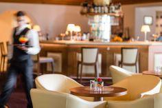 Die Bar steht für alle Gäste zur Verfügung, egal zum Kaffee, Cocktail oder Digestif.