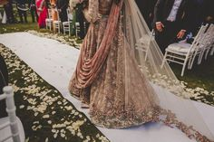 The Crimson Bride - The go-to Indian wedding inspiration and planning platform for the modern Indian bride. Design your dream wedding with The Crimson . Desi Wedding, Wedding Attire, Wedding Ideas, Wedding Mehndi, Bridal Mehndi, Wedding Story, Wedding Outfits, Wedding Pictures, Wedding Styles