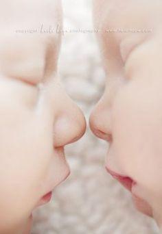 24 Ideas Photography Newborn Twins For 2019 Newborn Twin Photos, Foto Newborn, Newborn Twins, Newborn Pictures, Baby Twins, Newborns, Twin Maternity Photos, Triplets, Baby Baby
