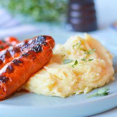 Fransk potetmos er myk, kremaktig og helt klumpfri. Se hvordan du lager den fløyelsmyke franske versjonen av potetmos her! Main Meals, Risotto, Ethnic Recipes, Food, Tips, Advice, Hoods, Meals, Hacks