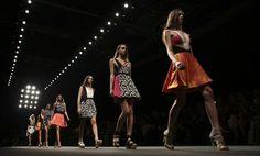 Mailänder Modewoche: Byblos Frühjahrs- und Sommerkollektion 2015. Mehr zur Modewoche: http://www.nachrichten.at/nachrichten/society/Mailaender-Modewoche-mit-70-Shows-in-sechs-Tagen;art411,1503169 (Bild: Reuters)