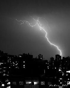 Nuvens e Raios:  Londrina - Paraná - BrasilCanon 6D - Canon 16-35m...
