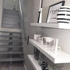 Guten Morgen Ihr Lieben ~ wie die Wochen nur vergehen und heute ist wieder Freitag ~ schaukelt den Arbeitstag und ja nicht ärgern lassen ☝ ~ es gibt wichtigeres im Leben ~ #prettyhome #boligpluss #belysning #casa_loggia #wohnklamotte #stairs #stairways #wohnkonfetti #styleinspo #delmittbilde #diy_guro #easyinterieur @easyinterieur #solebich #shabbyyhomes #casa_loggia #inredning #whiteinspo #frufjellstad #boligdrøm #simonsayshome #lifestylebyl #nordicspace #myfavinterior #wohnidee...