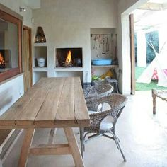 I like this built in braai area! VISI / Articles / Pringle Bay Holiday Haven Built In Braai, Outside Room, Diy Patio, Patio Ideas, Enclosed Patio, Unique House Design, Dinning Table, House Roof, Minimalist Living