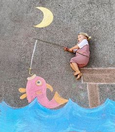 Mom Creates Beautiful Chalk Drawings On Her Driveway, Incorporating Her Daughter Into Each Of Them Pics) Papa Tag, Chalk Photography, Chalk Photos, Chalk Design, Colored Chalk, Sidewalk Chalk Art, Foto Baby, Chalkboard Art, Easy Drawings