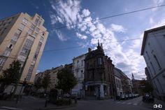 Klein Antwerpen: het hoekhuis Isabellalei 2 van architect K. Seldenslach valt op door zijn vele natuurstenen geveldecoraties, dakkapellen, erker en de opvallende arkeltoren in neo-vlaamse-renaissancestijl.