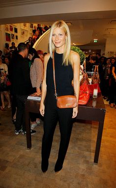Gwyneth Paltrow accessorized her all-black ensemble with a crossbody Coach bag in London this evening. She was on hand for the official Vogue Fashion's Night Gwyneth Paltrow, Fashion Night, Work Fashion, Dramatic Classic, Laetitia Casta, Her Style, Style Guides, Night Out, Celebrity Style