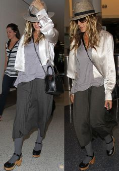 """Sarah Jessica Parker was spotted picking up trash from the paparazzi while wearing a pair of Swedish Hasbeens """"Krillan"""" clogs. Swedish Hasbeens, Sarah Jessica Parker, Clogs Outfit, Satin Jackets, Grey Leggings, Love Her Style, Celebs, Celebrities, Celebrity Style"""