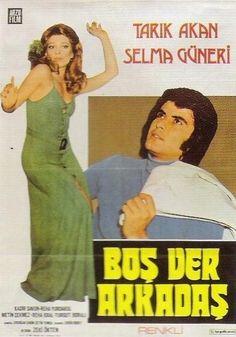 Eski sevgilisini arkadaşına kaptıran Tarık Akan bu filmde aşkını içine gömmek ve yengesine göz dikmek arasında gidip gelmektedir