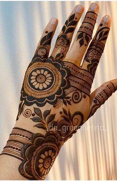 Bridal Mehndi or Henna Designs for Full Hands Khafif Mehndi Design, Floral Henna Designs, Back Hand Mehndi Designs, Latest Bridal Mehndi Designs, Latest Arabic Mehndi Designs, Mehndi Designs For Beginners, Mehndi Designs For Girls, Mehndi Design Photos, Mehndi Designs Book