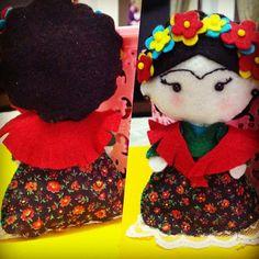 Frida Kahlo em feltro. Fiz o molde a mão livre
