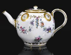 A Bristol teapot and cover, circa 1775 ex Severne McKenna collection