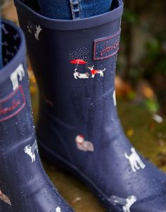 Joules Molly Womens Mid Height Rain Boots - Navy Dogs Dog Rain Boots, Mens Rain Boots, Girls Rain Boots, Rubber Rain Boots, Shoe Boots, Summer Boots Outfit, Rain Gear, Hunter Boots, Calves