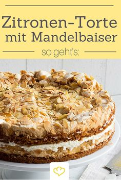 Zitronen-Torte mit Mandelbaiser - ein fruchtig-frischer Tortentraum! Alle Fans von Mandeln, Zitronen-Eis und -Limonade werden diesen Kuchen mit Sicherheit immer wieder backen.