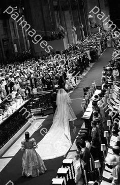 July Lady Diana Spencer marries Prince Charles at St. Paul's Cathedral in London. Paul Cathedral interiors wedding of Diana Spencer images Princess Diana Wedding Dress, Princess Diana Family, Princes Diana, Prince And Princess, Princess Of Wales, Charles And Diana Wedding, Prince Charles And Diana, Lady Diana Spencer, Windsor