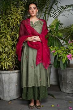 Indian Wedding Outfits, Bridal Outfits, Indian Outfits, Anarkali Dress, Anarkali Suits, Punjabi Suits, Lehenga Choli With Price, Simple Indian Suits, Customised Clothes