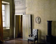 vstupní hala realizovaného interiéru / stylový toskánský nábytek