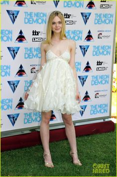 Elle Fanning Wears Pretty Flower Crown for 'Neon Demon' in Rome! | elle fanning neon demon italy photo call 10 - Photo