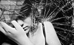 Mesmo que possa parecer egoísta, de vez em quando devemos pensar em nós e deixar de nos machucarmos por estarmos presos ao passado ou exigirmos muito de nós.