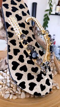 Bedazzled Shoes, Bling Shoes, Luis Vuitton Shoes, Bling Flip Flops, Diy Fashion, Fashion Ideas, Hot Shoes, Shoe Closet, New Orleans