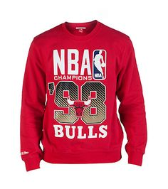 MITCHELL AND NESS Chicago Bulls crew sweatshirt Soft inner fleece for comfort Team logo graphic on front Crew neck with ribbed collar