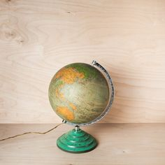 "Globe terrestre lumineux vintage ""Continental"" #rienacirer #vintage #luminaire #globeterrestre"