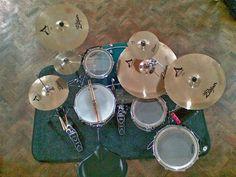 Simple and efficient set Drums Wallpaper, Drum Instrument, Drums Artwork, Drummer Boy, Drum Sets, Snare Drum, Van Halen, Custom Guitars, Indie Music