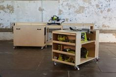 This transforming workbench has a built in miter saw, table saw, pocket hole jig, charging station and much more - and it's easy to customize to fit your needs! And the best part is when you are done working, the entire workbench neatly stows away. Table Saw Stand, Diy Table Saw, Ryobi Table Saw, Furniture Plans, Diy Furniture, Furniture Design, Plywood Furniture, Woodworking Shop, Woodworking Projects