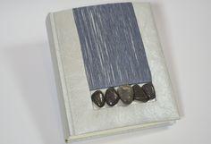 Album '' frames '' realizzati a mano con inserti di cotone e pietre