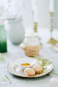 Honig, Eier, Safran, Zitronenthymian - die Zutaten für Honig Safran Kuchen