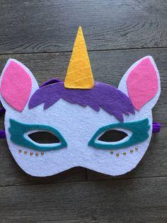 Le chouchou de ma boutique https://www.etsy.com/ca-fr/listing/530160340/masque-de-licorne-en-feutrine-pour