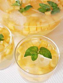 Baráti és családi összejövetelek alkalmával érdemes kipróbálni ezt a hűsítő, gyümölcsös italt. A sárgadinnye helyett tetszőlegesen más...