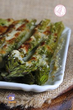 ASPARAGI ALLA PARMIGIANA ricetta contorno facile veloce Healthy Cooking, Cooking Recipes, Fruits And Veggies, Vegetables, Parmesan, No Cook Appetizers, Italian Salad, Vegetable Side Dishes, Different Recipes
