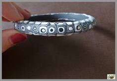 bracelet mosaïque en noir et blanc en pâte polymère polymer clay http://ellefimote.canalblog.com/