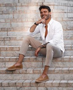 Maxim wearing the perfet summer combo! Our Baltimore White shirt + Suede Espadrilles 🌴❤️ by Summer Outfits Men, Stylish Mens Outfits, Mens Summer Blazers, Espadrilles Outfit, White Shirt Outfits, Sharp Dressed Man, Men Looks, Men Dress, Men Casual